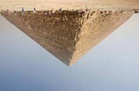 הפירמידה משנה צורתה